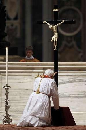 pope-benedict-xvi--kneels-in-front-of-a-cross-as-he-leads-the